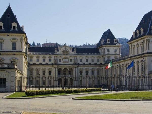Se per il week-end lungo del ponte del 2 giugno vuoi visitare una città ricca di arte, cultura e divertimento ma non hai voglia di andare all'estero e di prendere un aereo, allora la soluzione per te può essere Torino.