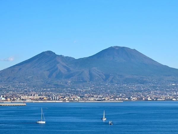 Racconti_di_Viaggio_Vesuvio_dal_lungomare