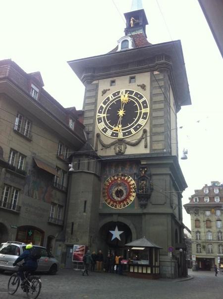 Berna è una città medievale; tra i palazzi più noti si può visitare la Torre delle Ore con le sue statuine animate.