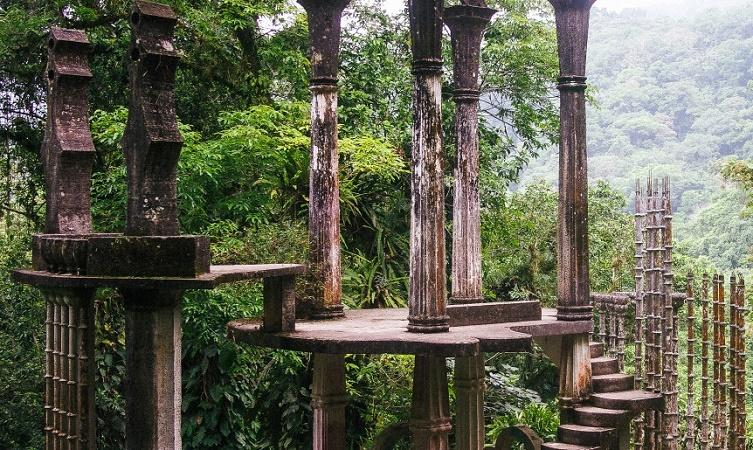 Il Sig. Edward James ci ha lasciato il giardino infinito, un luogo magico nel quale non esiste un inizio né una fine