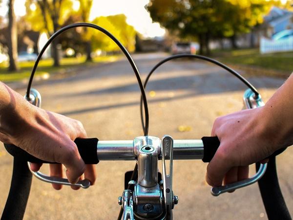 Come ci si muove in viaggio da soli? La bicicletta è una delle soluzioni.