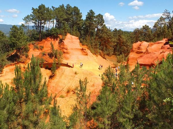 Un canyon in Francia? Si trova a Luberon ed è di un colore ocra sorprendente.