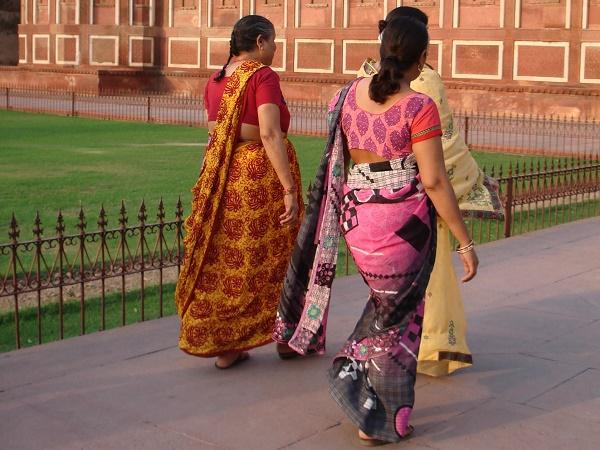 L'India è fatta di donne dalla carnagione color miele con vestiti dai colori accesi, bambini con sguardi dolcissimi, uomini con il turbante, incantatori di serpenti: come non fotografarle?