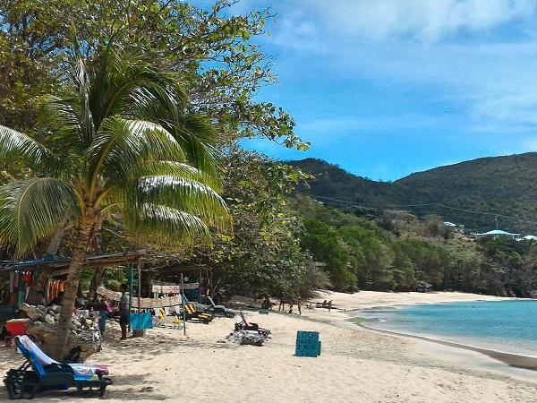 Scorrazzare per i Caraibi in crociera non significa essere sempre in navigazione: le tappe offrono l'occasione per conoscere spiagge e cittadine.