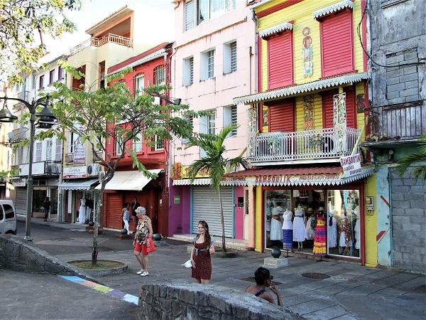 Lo scenario dei Caraibi è variegato: le isole meridionali sono più ricche di quelle settentrionali e il fascino coloniale si miscela alle tradizioni locali