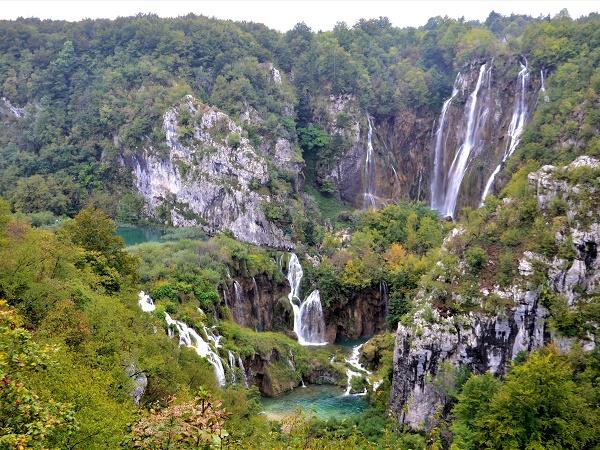 Croazia: il parco nazionale dei laghi di Plitvice, custodito all'interno di una valle dolomitica.