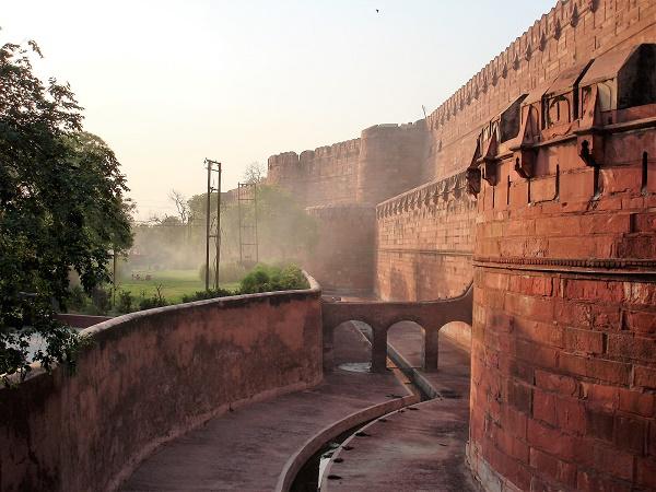 Il Forte Rosso si trova a Delhi ed è stato per 200 anni la residenza degli imperatori dell'India appartenenti alla dinastia Mughal.