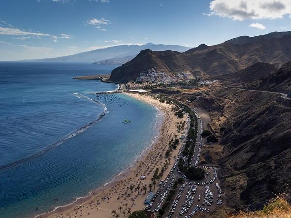 Tenerife offre il mare ai sub e ai non sub, ma si resta all'asciutto grazie al sottomarino giallo di Playa de Las Americas