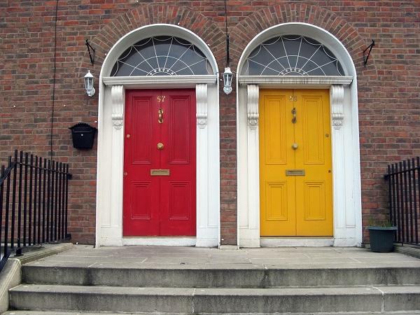 Naturalmente in Irlanda è Dublino la città famosa per le porte colorate.