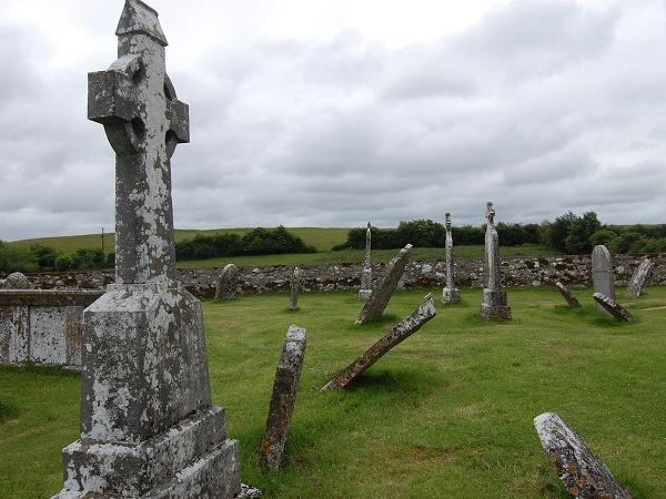 """L'Irlanda è costellata di """"pietre"""" antiche: castelli, abbazie, monumenti megalitici e...cimiteri!"""