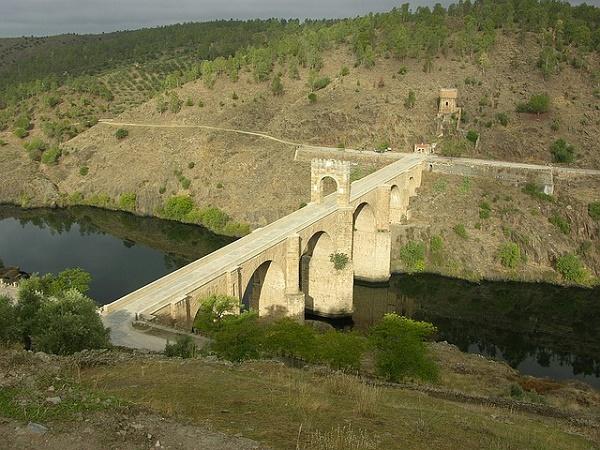Ponte di Alcantara nei pressi di Cáceres, nella Spagna occidentale.