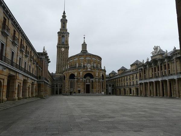 Gijon custodisce il primato del palazzo più grande di Spagna.