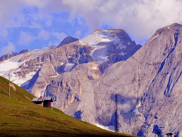 """In Trentino, sulla Marmaloda, è ospitato il museo più """"alto"""" d'Europa: il museo della Grande Guerra."""