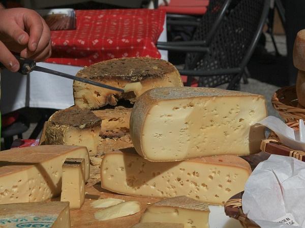 Il Trentino offre una grande varietà di prodotti tipici: strudel, carne salada, strangolapreti, canederli… e una lunga lista di formaggi!