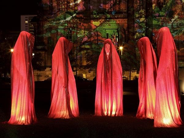 Il Berlino Festival of Lightsè uno dei festival di luci più grandi d'Europa e dura una decina di giorni (6-15 ottobre). Nucleo centrale del festival è la Potsdamer Platz.