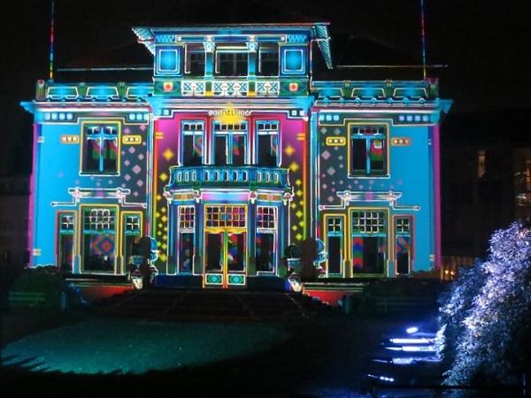 Festival delle luci in Europa? Qui si uniscono arte e storia dato che è qui che la Philip iniziò a produrre le lampadine.