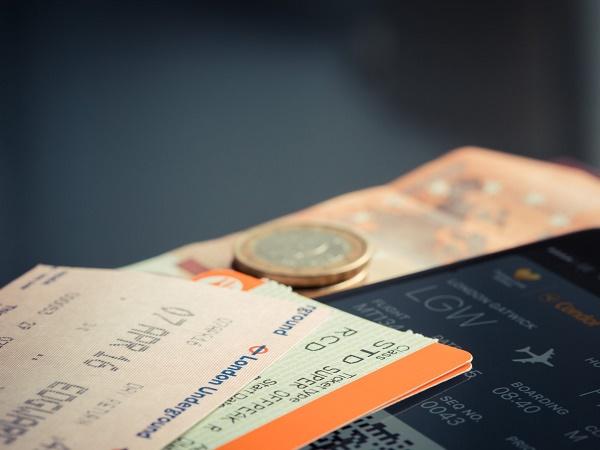 hai tra le mani un unico biglietto che porta scritte più destinazioni