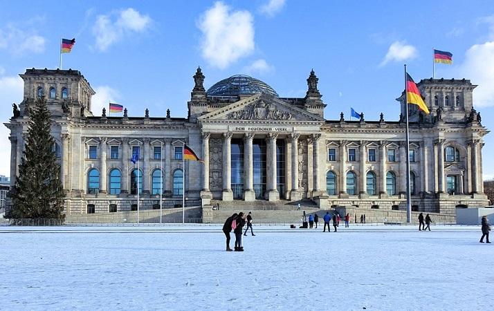Se pensate di andare a Berlino nel periodo natalizio, resterete stregati dalla magia di addobbi, luci e mercatini sparsi per tutta la città.