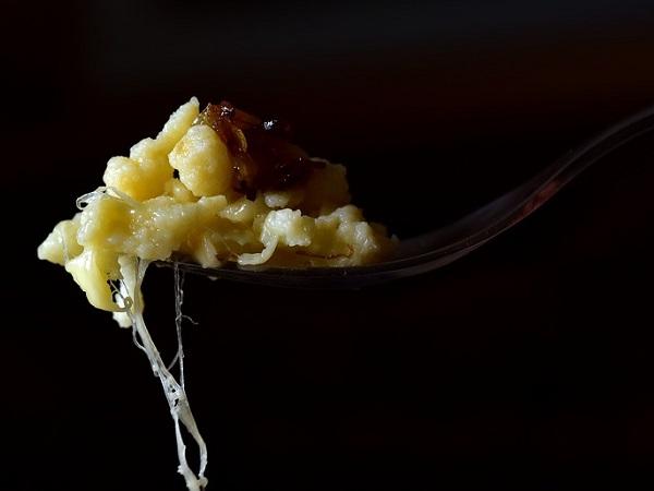 Spätzle con burro fuso ed erba cipollina, una delle ricette più tradizionali.