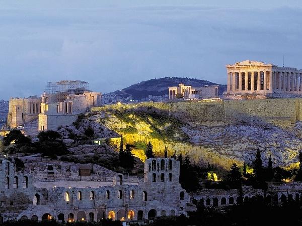 Quanti possono dire di aver ammirato il Partenone illuminato dai fuochi d'artificio di Capodanno?