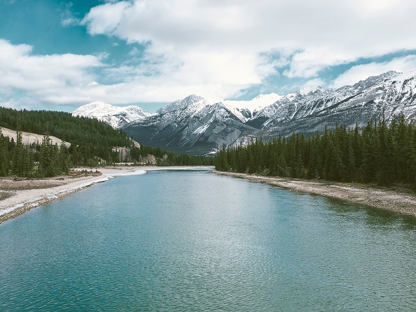 I paesaggi visti su piccolo e grande schermo ci affascinano al punto di farci venire voglia di andarci di persona, così The Revenant ci chiama nelle regioni selvagge dell'Alberta e della British Columbia.