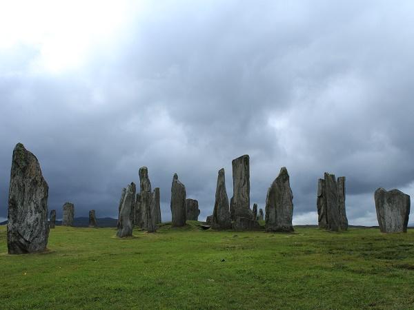 Il richiamo della storia leggendaria del popolo scozzese conduce ai menhir di Callanish.