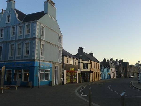 Stornoway, sulle isole Ebridi, in una mite sera di maggio.