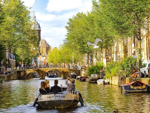 Amsterdam è perfetta per stagionalità ed eventi come meta per un viaggio pasquale.