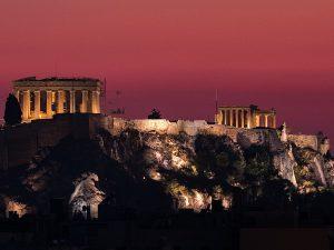 Per San Valentino prenota una cena al Thissio View Restaurant così che, tra una piatto tipico e l'altro, si possa godere la vista sull'Acropoli e sull'intera città di Atene e dimenticare la sorte infelice del santo protettore degli innamorati.