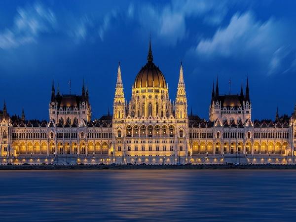 Festeggiare San Valentino in crociera fluviale sul Danubio, a Budapest.