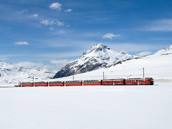 Il Trenino del Bernina, rosso (San) Valentino.
