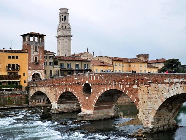 """""""Rinascere dall'acqua, Verona al di là del fiume"""" è un cammino che porta alla riscoperta di luoghi di culto visitati nel passato dai pellegrini."""