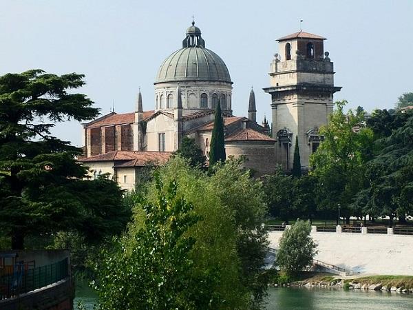 """La chiesa di S. Giorgio in Braida è l'ultima tappa del percorso """"Rinascere dall'acqua, Verona al di là del fiume""""."""