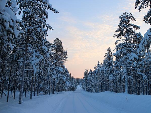 L'unico rumore che si sente è quello dei nostri passi sulla neve farinosa.