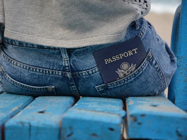 """Quando si dice """"passport"""" si fa riferimento tanto al documento d'identità quanto, se richiesto, al visto."""