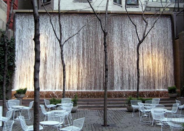 Paley Park, situato sulla 53th Street tra Madison e 5th Avenue, è considerato uno dei parchi più belli al mondo.