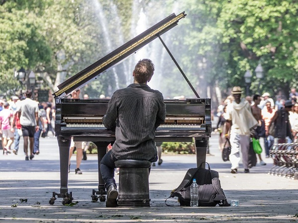 All'inizio della Fifth Avenue, nel Greennwich Village, troverai il Washington Square Park.