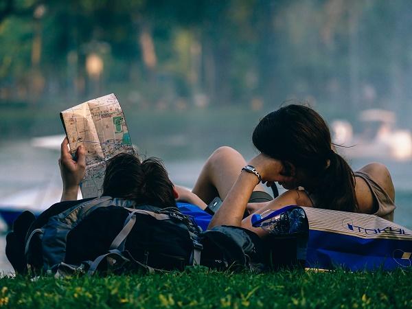 """Cercare consigli di viaggio in riviste e guide? Ma forse sul """"dove, come e quando"""" ormai ci sappiamo arrangiare, serve riscoprire il perché dell'andare."""