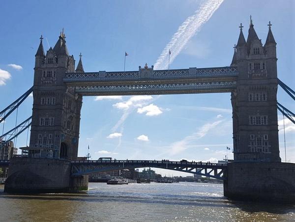 Si può sapere che Londra è la citta del Tower Bridge e del Big Ben, dell'abbazia di Westminster e di Buckingham Palace, eppure essere a Trafalgar Square e saper raggiungere questi posti è tutta un'altra cosa.
