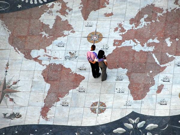 Giro giro mondo, un gioco da tavolo con un tabellone che rappresenta il mondo e individua 90 dei 194 Stati riconosciuti dalla comunità internazionale.