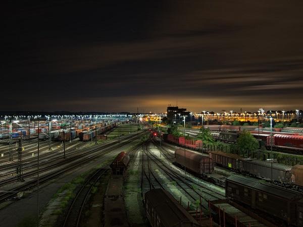 Nato nella versione USA e poi sviluppato nella versione Europa, Ticket to ride ha come obiettivo quello di pianificare e costruire una linea ferroviaria passando per le città che vengono assegnate segretamente a inizio partita.
