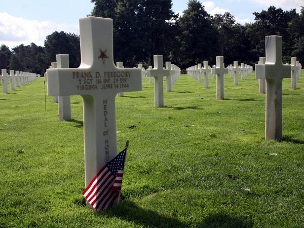 Imperdibile il cimitero americano di Colleville-sur-Mer, con croci bianche a perdita d'occhio.
