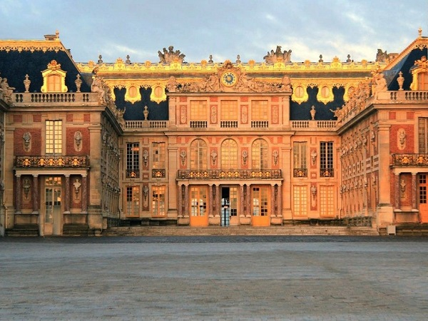 Alla reggia di Versailles pensato a un biglietto con accesso prioritario, altrimenti le code sono eterne.