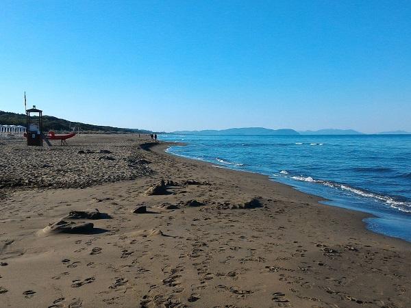 Partire per una settimana di mare in Toscana a inizio ottobre potrebbe suonare come una piccola follia. Se ci si aspetta poco sole, bassa temperatura, desolazione e servizi zoppicanti si potrebbe restare... delusi!