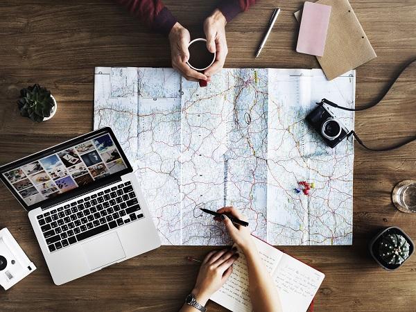 Ogni volta che organizza un viaggio per qualcuno, il consulente di viaggio ci mette tutta la sua passione e il suo entusiasmo, come se lo stesse organizzando per se stesso.