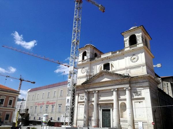 La gran parte del centro de l'Aquila è stata rimessa a nuovo e l'esteso centro sta diventando un gioiellino.