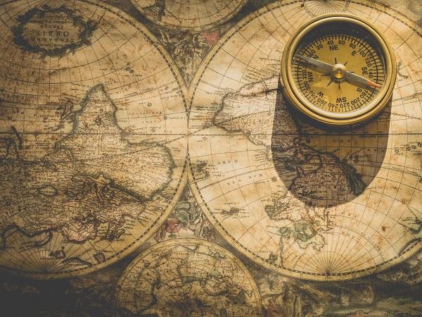 Anche Sara, pensando a un regalo per un viaggiatore, si ritrova a immaginare quello che vorrebbe ricevere. «Mi hanno sempre attratta le mappe antiche con evidenziate le rotte del passato», racconta «e se ne trovano di tutti i tipi, di uno Stato o più dettagliate di singole città».