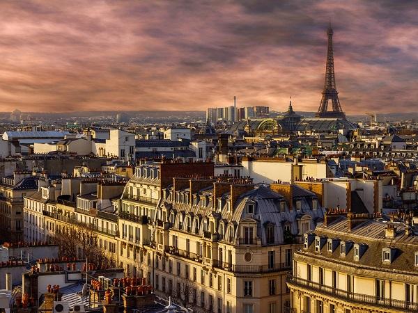 Ci sono poi città che compaiono in decine di film, come Parigi.