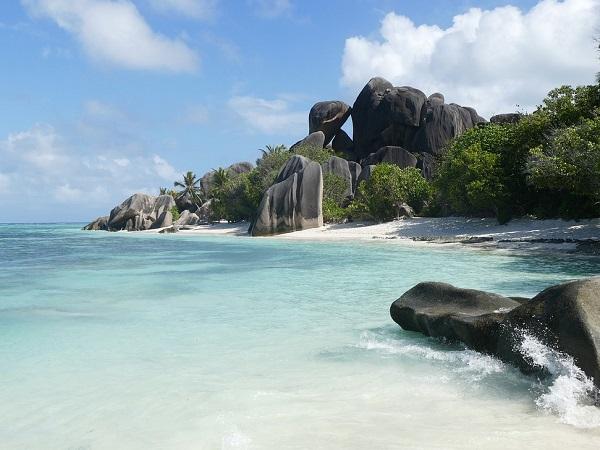 Anse Source d'Argent, da anni votata come la spiaggia più bella al mondo dai lettori del National Geographic, combina acqua cristallina e rocce così belle da sembrare finte