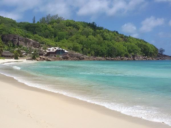 Restare a Mahè, l'isola principale delle Seychelles, consente di ridurre i disagi degli spostamenti e di contenere i costi, senza rinunciare a conoscere lo spirito delle isole.